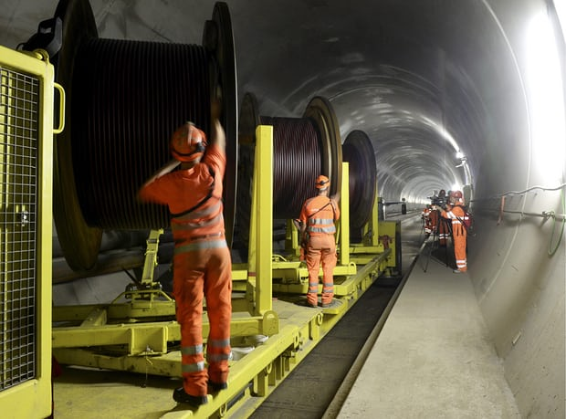 il tunnel più lungo del mondo è il San Gottardo -