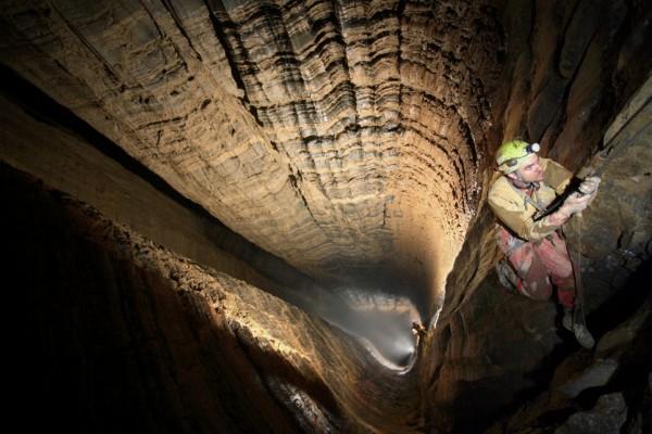 krubera voronya grotta più profonda al mondo -