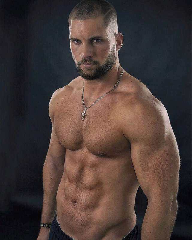 Quanto è alto e quanto pesa Florian Munteanu l'attore figlio di Ivan Drago in Creed II ?